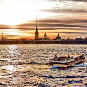 Paseo en Barco por el río Neva. Que ver en San Petersburgo