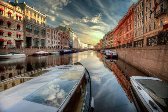 Paseo en Barco por San Petersburgo Rusia